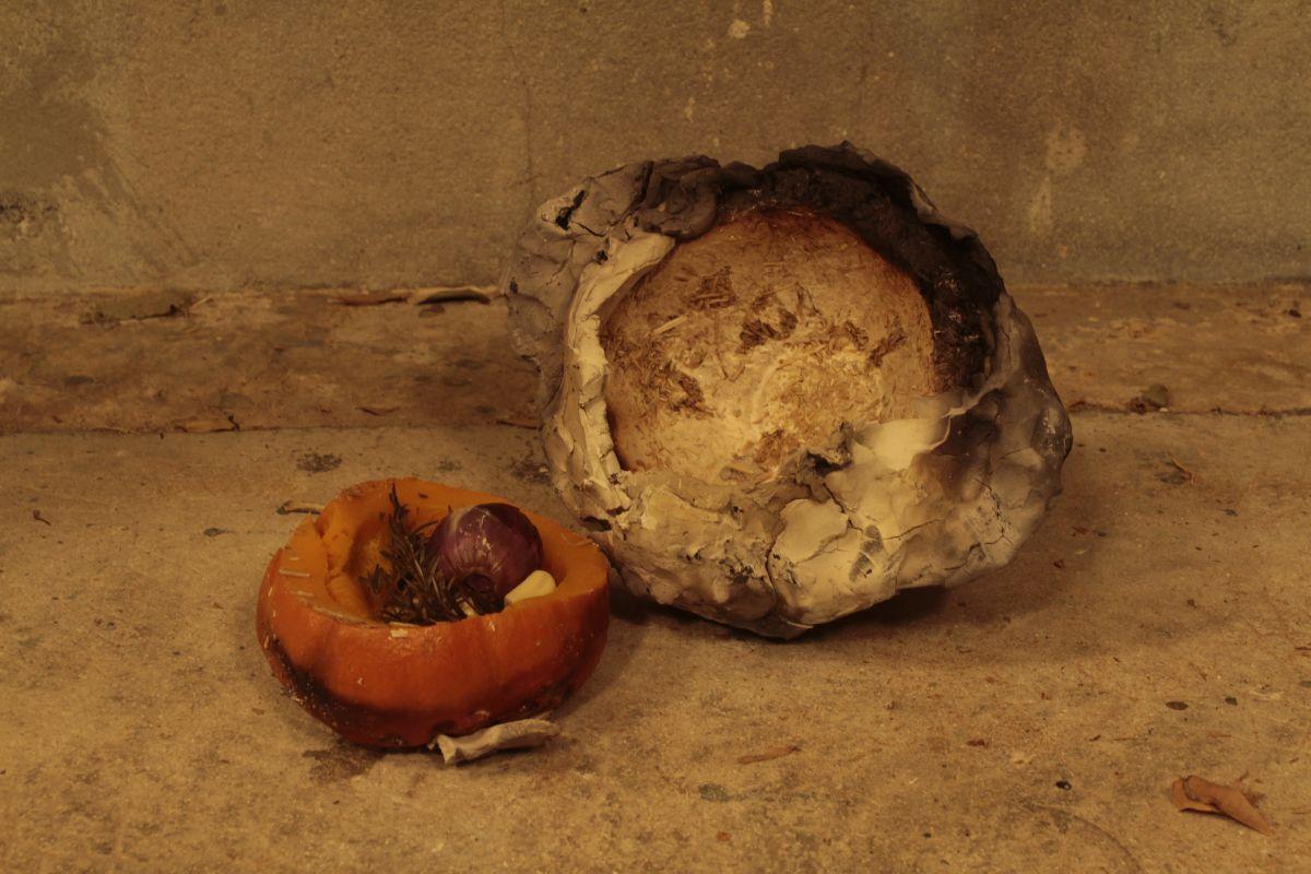Côme Di Meglio - TransitionFOOD au 3 bis F : cuisson sur braise en croûte d'argile et mycelium d'un potimarron aux herbes du jardin du 3bisF, farci d'un oignon rouge au miel