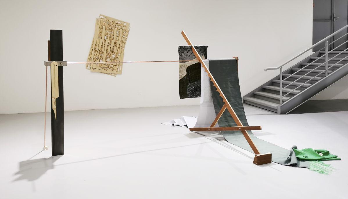 Hélène Moreau - Le bruit de l'échantillonneuse, épisode 3 - La tablette-radar et la longue chaise de studio, 2018-2020 - Magnetic North - Vidéochroniques à Marseille