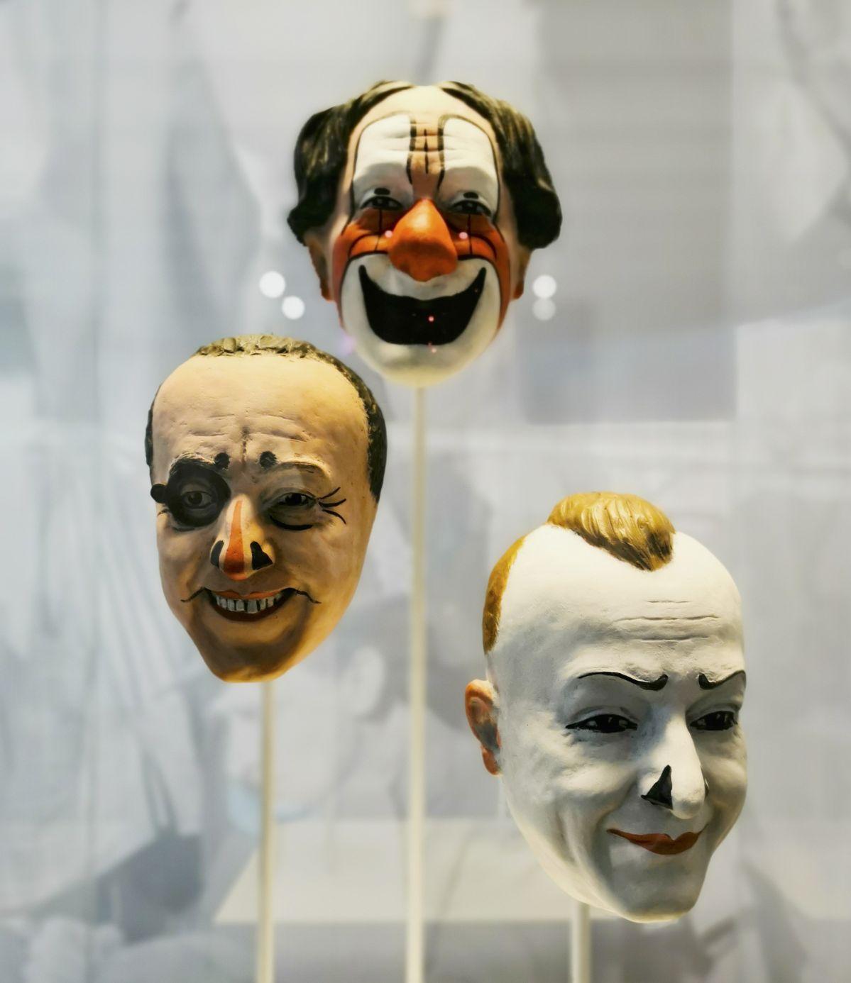 Aristide de Ranieri - Masques de Paul, Albert et Francois Fratellini - Jeff Koons au Mucem - Œuvres de la Collection Pinault - Salle 4 - vue de l'exposition