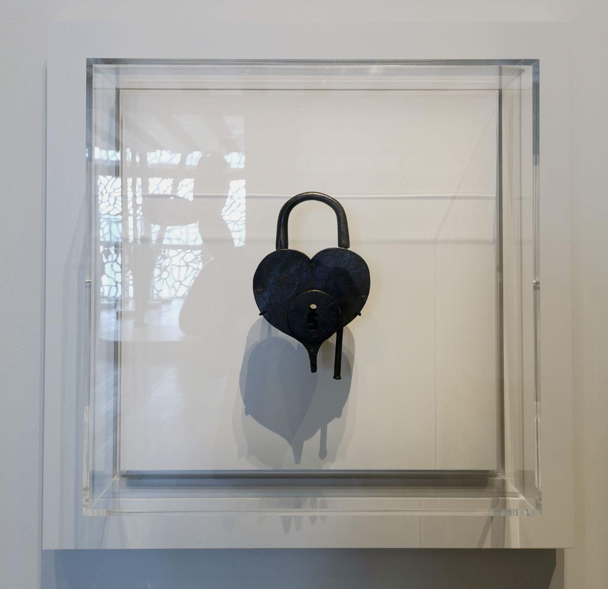 Cadenas - Jeff Koons au Mucem - Œuvres de la Collection Pinault - Salle 5 - vue de l'exposition