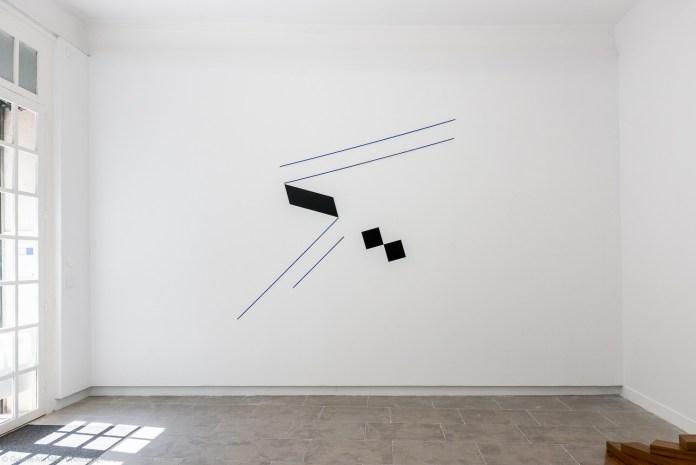 Mehdi Moutashar - Kaf 2020. Métal, fil élastique, 199 x 220 cm. Crédit photo David Huguenin