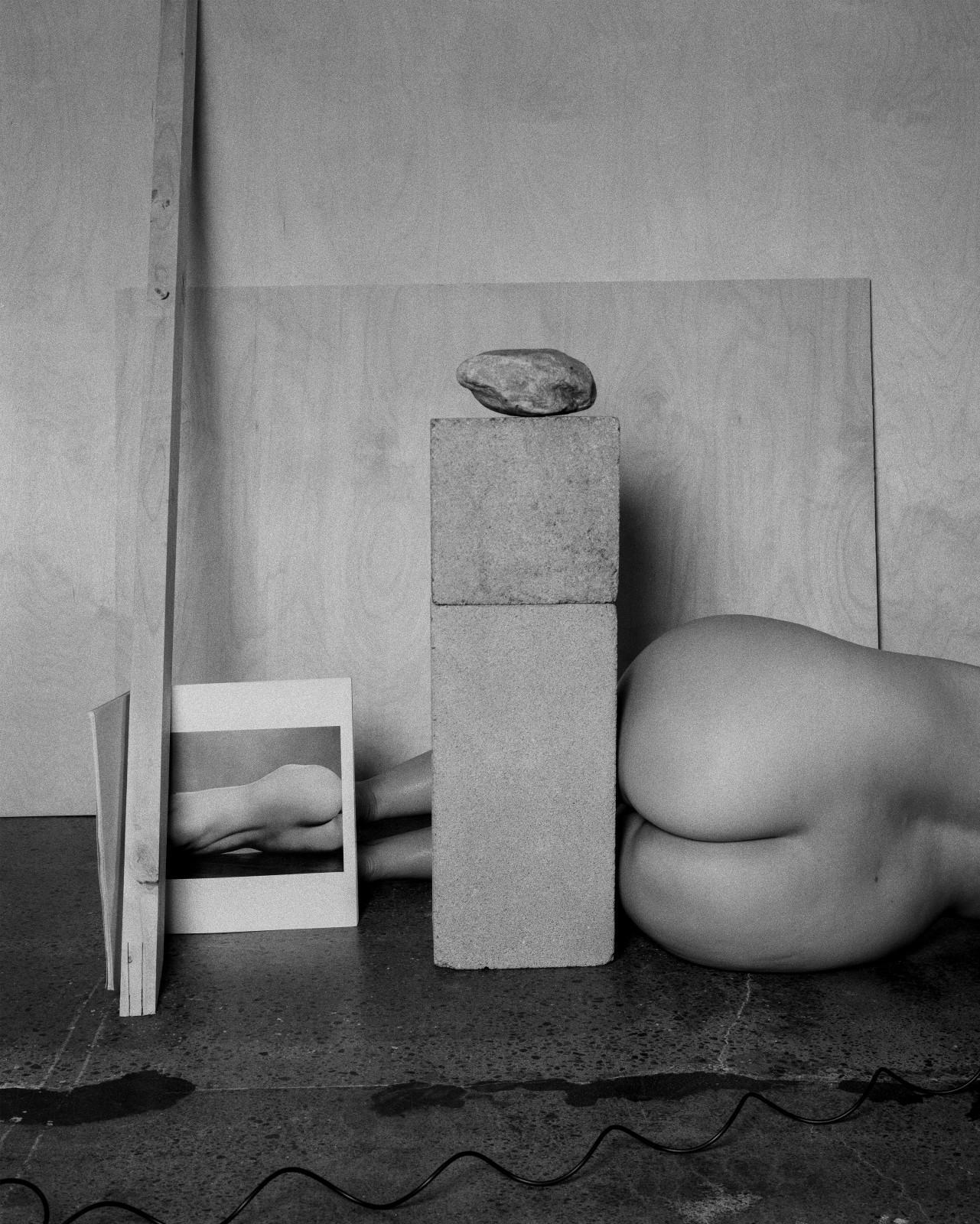 Tarrah Krajnak, Autoportrait en Weston-en Charis Wilson, 1925-2020, série Rituels de maîtres II ; les Nus de Weston, 2020. Avec l'aimable autorisation de l'artiste