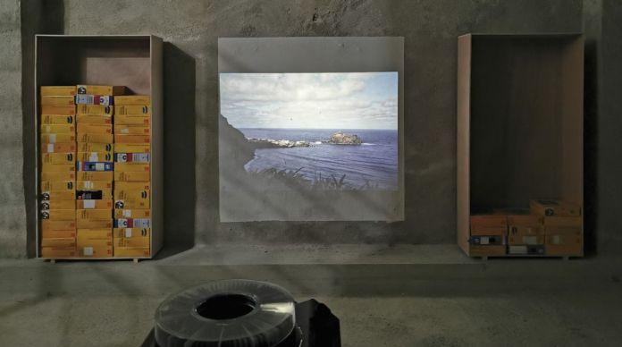 Pascal Navarro, Beauté Club, 2021. Projection d'environ 5000 diapositives, carrousel. Dimensions variables. Memories Still Green - Vidéochroniques