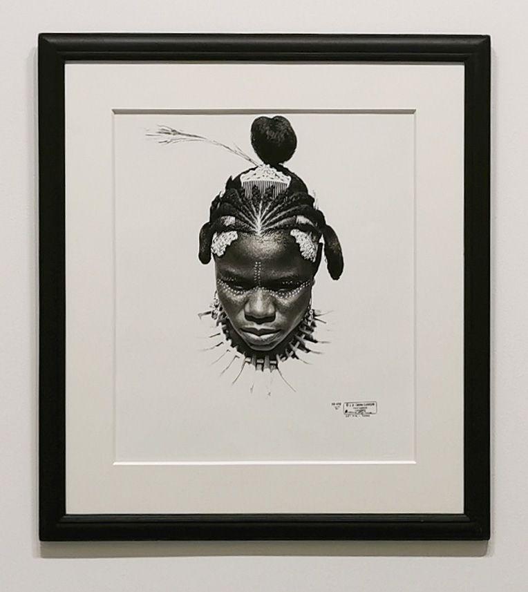 J. D. 'Okhai Ojeikere - Etine Uton Eku, 1975 - Série Hairstyles - Identité et Mémoire - Cosmogonies - Zinsou, une collection africaine au MOCO-Hôtel des collections
