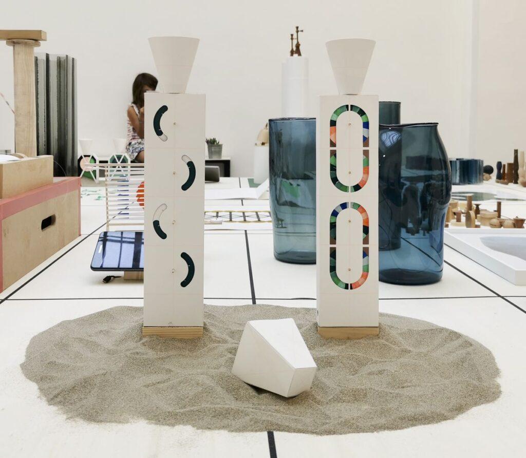 Marion Pinaffo & Raphaël Pluvinage - Papier Machine N°2, jouets A, 2021 - Pirouettes au Studio Fotokino – Marseille