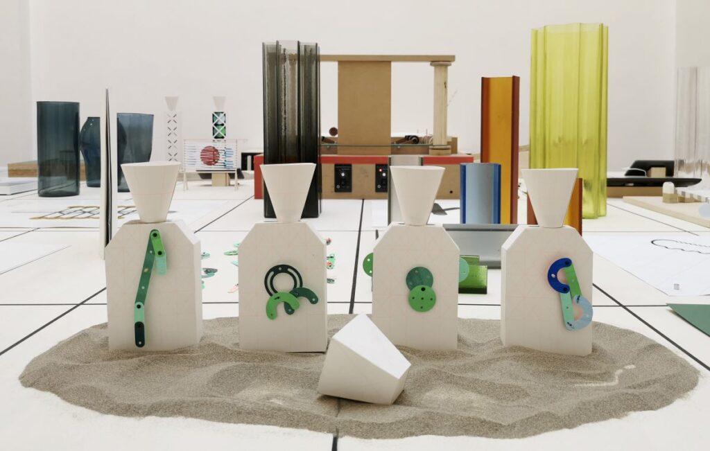 Marion Pinaffo & Raphaël Pluvinage - Papier Machine N°2, jouets D, 2021 - Pirouettes au Studio Fotokino – Marseille