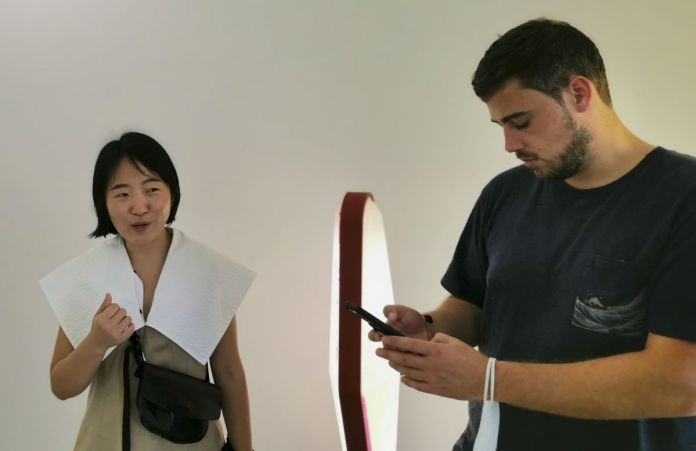 Mona Young-eun Kim et Robert Hulland dans l'exposition Doublage à la galerie ALMA - Montpellier