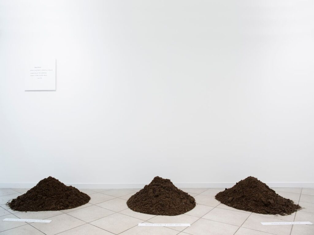 Yoko Ono - Three Mounds (1999-2008) - Under the same sky à l'Aire - Arles - Photo ©Mathilde Sangnier