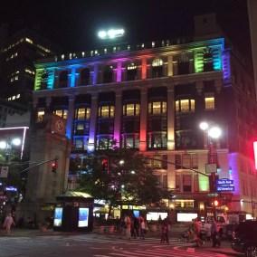 Un arc en ciel dans les rues de Manhattan