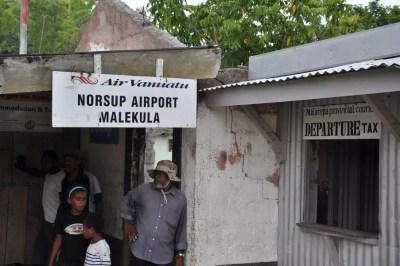 "Le ""grand"" aéroport de Malekula"