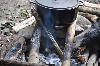 Cuisson d'une anguille au bambou