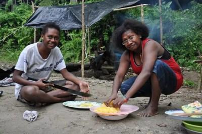 Préparation du repas par les Scouts du Vanuatu