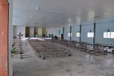 L'intérieur de l'église sur l'île de Vao