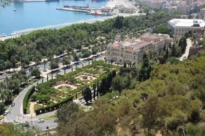 Jardin Pedro Luis Alonso et la mairie de Malaga