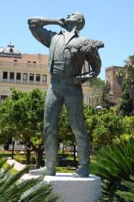 Statue de danseur dans le jardin Pedro Luis Alonso