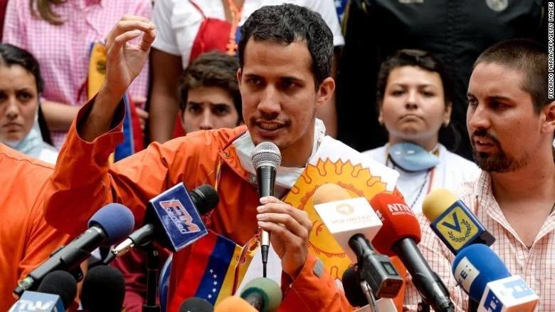 Mierda!: CNN desvela el misterio que todo el mundo sabe: el tumbaito de Guaidó se lo cogió de Obama...