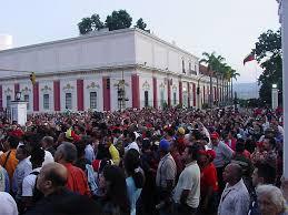 PUEBLO SE MOVILIZA A MIRAFLORES: Intento de golpe de Estado militar en Venezuela bajo órdenes de Leopoldo López y Juan Guaidó...