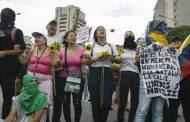 GUAIDÓ A PUNTO DE SER ECHADO EN UN BASURERO, PESE A LA ASQUEROSA MANERA COMO HA PEDIDO QUE INVADAN A VENEZUELA ...