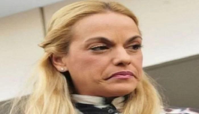 AGÁRRENSE DE LAS NALGAS!...: Vean este sainete en el que ponen cursimente por las nubes a doña Lilian Adriana Tintori Parra…