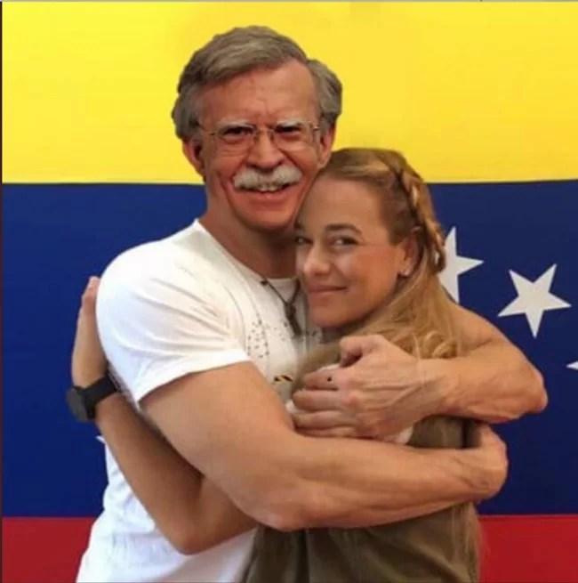 """Lilian Tintori abrazando a John Bolton: """"SE SIENTE TAN RICO…"""""""