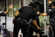 EE UU ESTÁ PLAGADO DE POLICÍAS RACISTAS Y LOCOS,... MIREN ESTO...