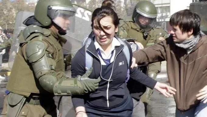 Horrendo asesinato, por parte de carabineros, de la periodista Albertina Martínez Burgos...