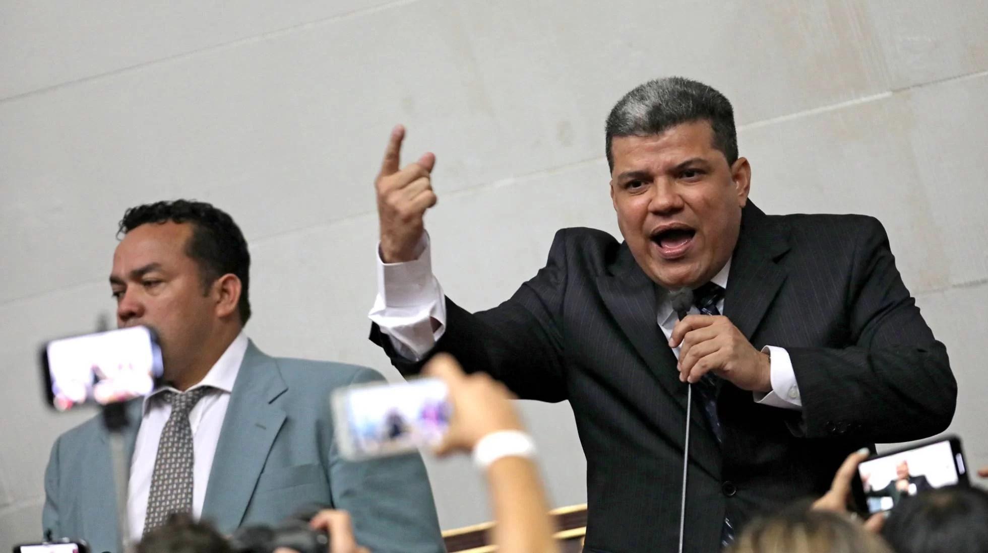 EE UU, la vergüenza del mundo, desesperado le da nalgadas a la propia oposición venezolana. Miren esto:...