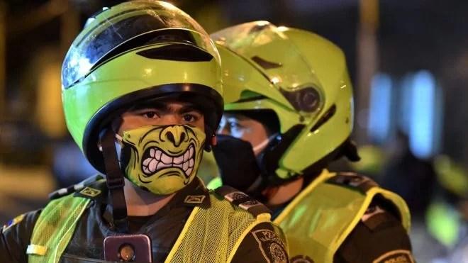 EN COLOMBIA: Además de asesinatos diario de líderes, de fosas comunes y masacres, de narcotráfico a millón. de paramilitares y guerrillas, ahora se suma acribillamiento contra manifestantes..