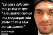 En el fútbol hay cada imbécil... miren a este Juan Arango...
