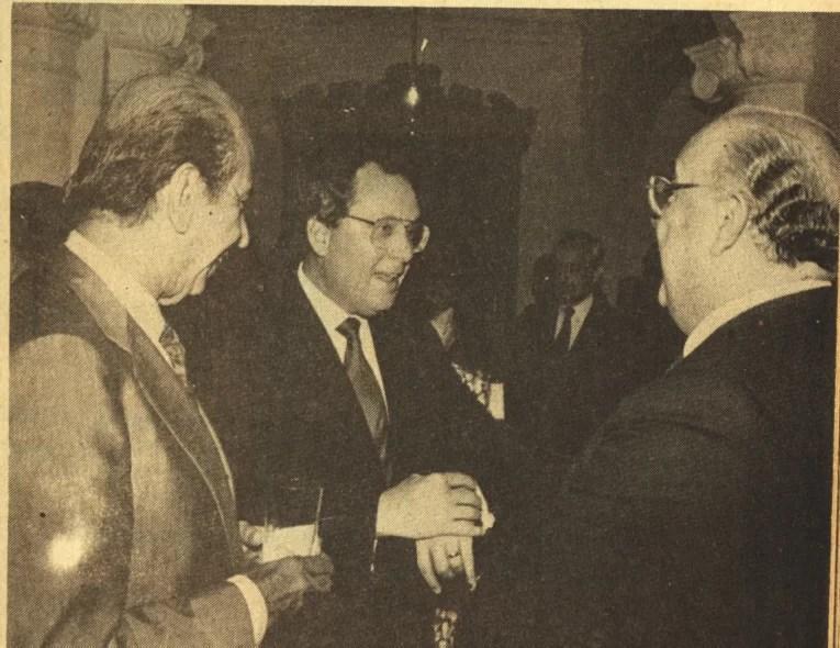 HEMEROTECA: Aquí CAP y Lusinchi recibiendo órdenes del embajador gringo Otto Reich… cuando éramos tan felices por pendejos…