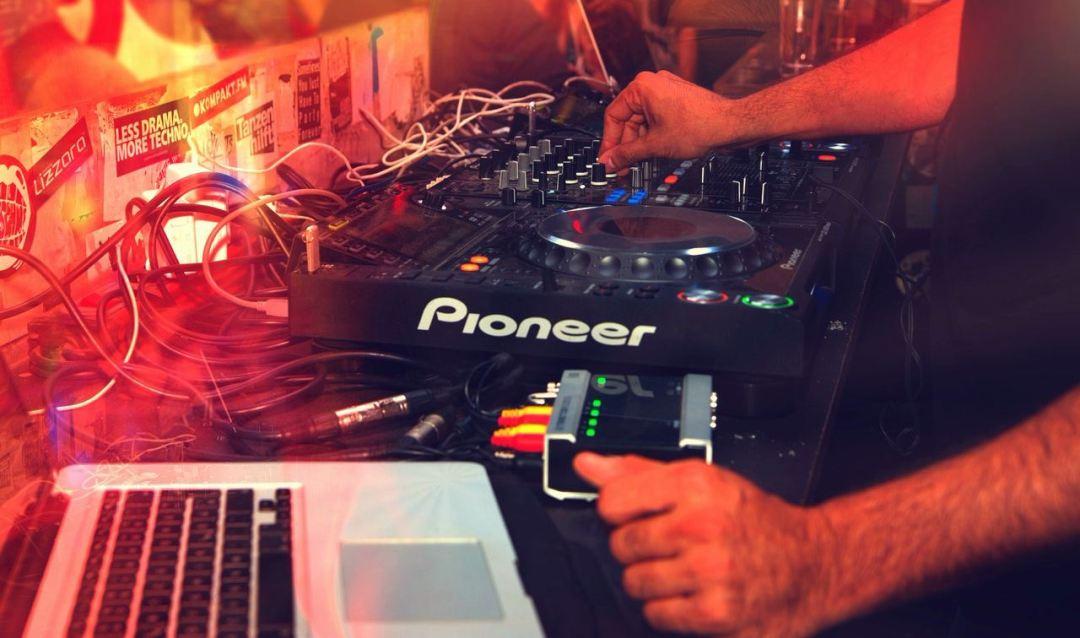 Clases de producción musical y DJ para niños