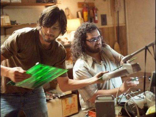 Ashton Kutcher y Josh Gad, como Steve Jobs y Steve Wozniak