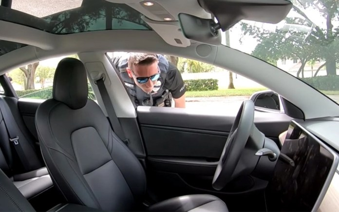 Tesla without driver was stopped by the police! (video)