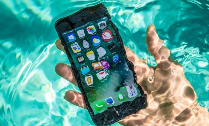 iPhone 8 Spends a Lost Year on the River and Works Like Nothing Happens