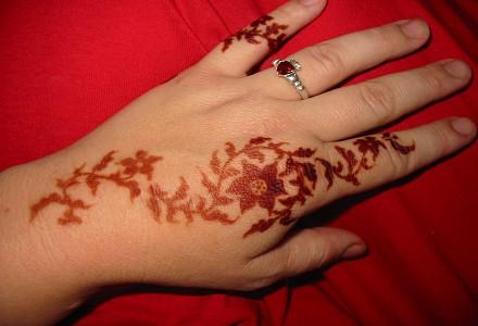 floral back hand henna
