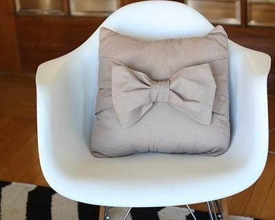 bow-pillows