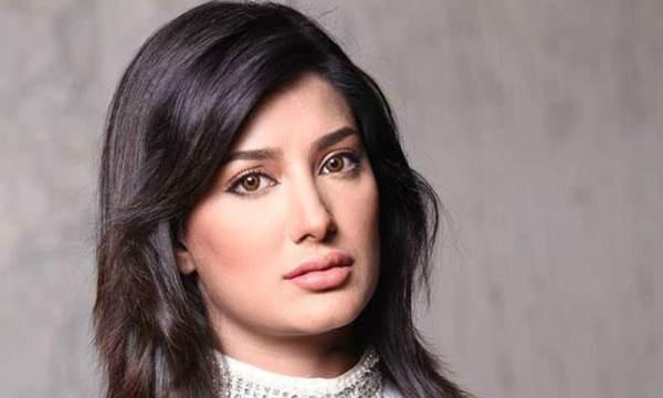 2-famous-beautiful-pakistani-actress-Mehwish-Hayat