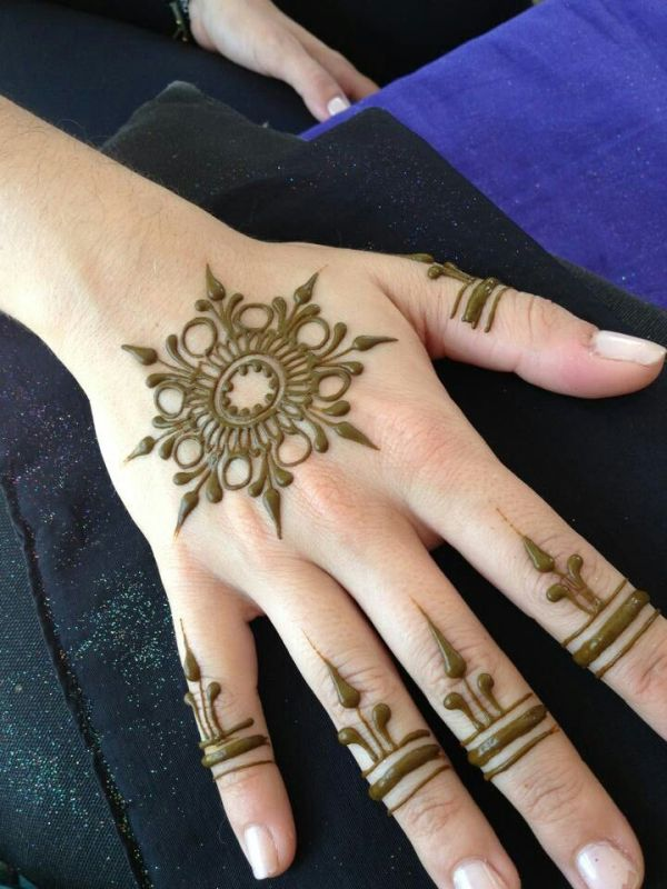 new mehndi design idea for hands