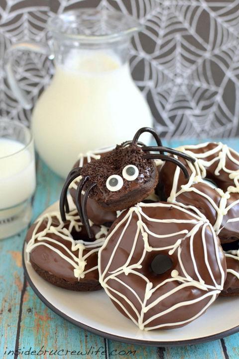 chocolate-pumpkin-spider-donuts