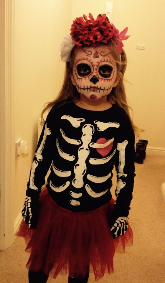 Adorable Halloween dressing with makeup