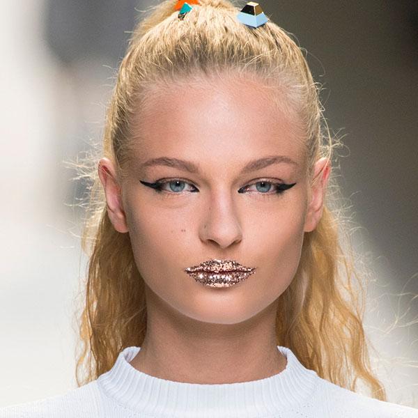 fall winter makeup trends Glittery lips