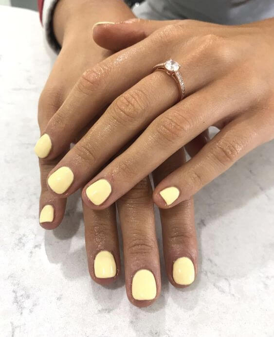 pale yellow nails for summertime