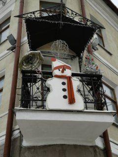 christmas snowman decorated balcony