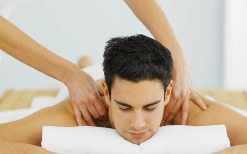 girl giving relaxing massage the cute thing that guys like most