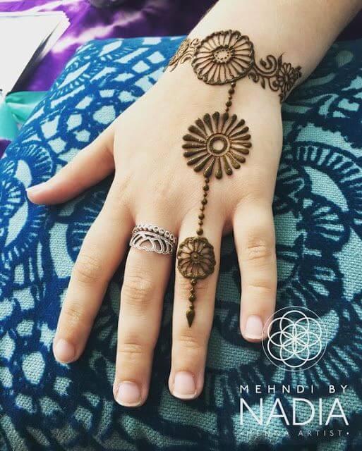 simple beautiful bracelet mehndi design