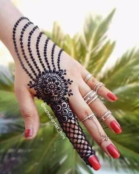 stylish lace chain mehndi design