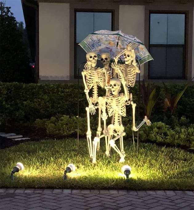 funny outdoor halloween skeleton decoration idea