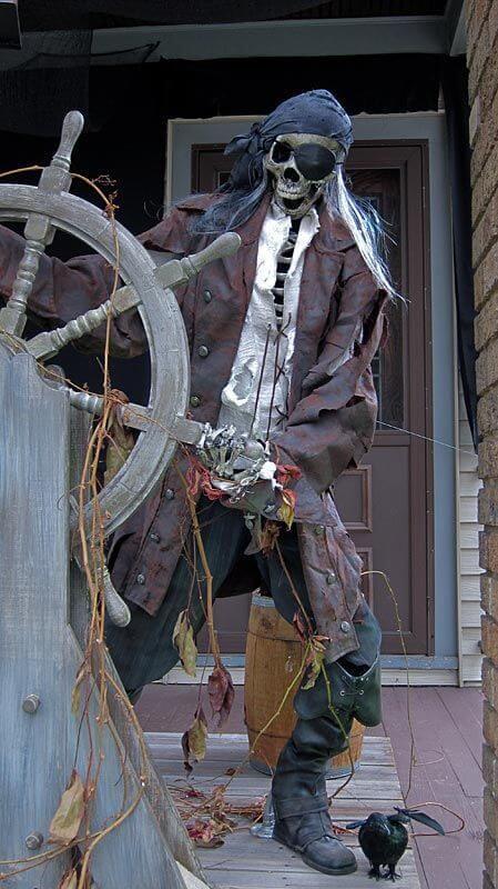 pirate skeleton outdoor decoration idea for halloween