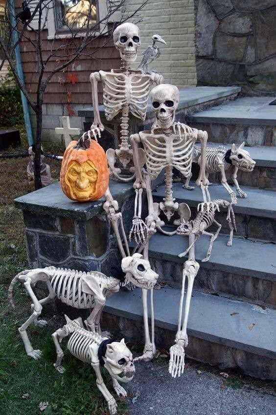 skeleton halloween outdoor decor ideas