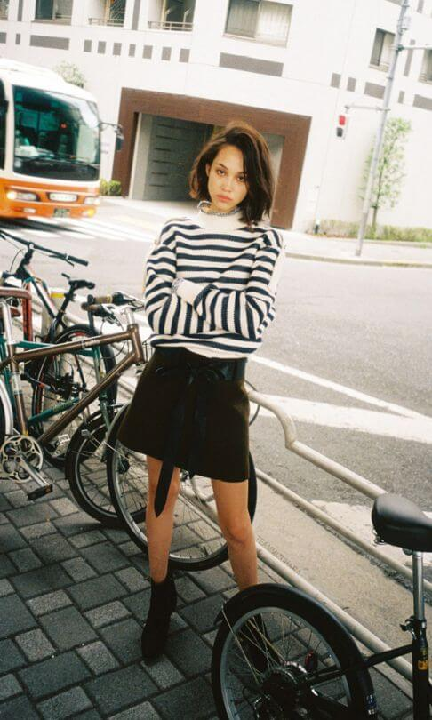 winter mini skirt outfit with short hair
